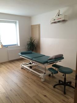 Therapieraum-2-mit-Heissluft-und-Strandimpressionen