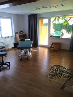 Therapieraum-5-mit-Behandlungsbank